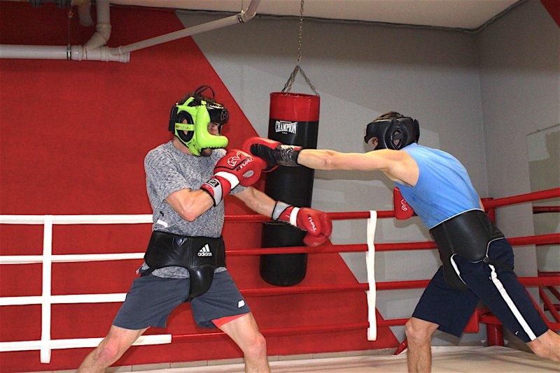 Денис Беринчик готов к защите титула против Нихито Аракавы (Фото, Видео) - «Спорт»