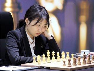 Вэньцзюнь обыграла Горячкину в четвертой партии матча за шахматную корону. Фото: wwcm2020.fide.com